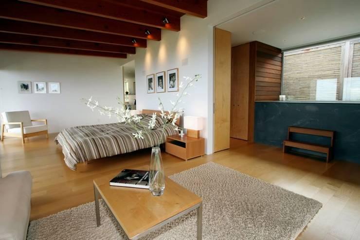 Lani Nui Ranch: Recámaras de estilo moderno por Alvaro Moragrega / arquitecto