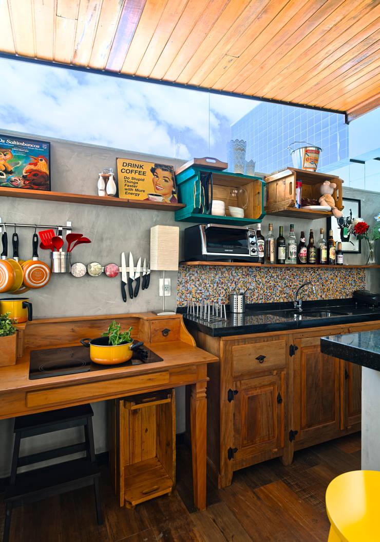 Bar Gourmet: Cozinhas  por Estúdio 102