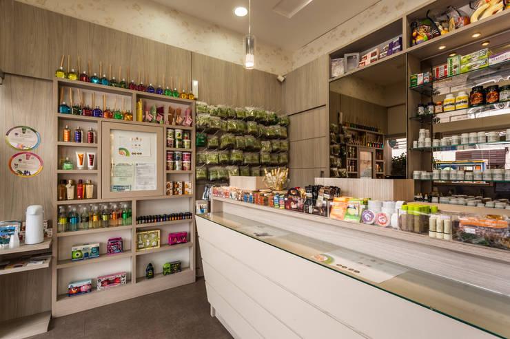 Oficinas y tiendas de estilo  de msaviarquitetura