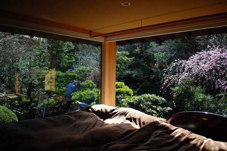 岩田坂の増築: ELEPHANTdesignが手掛けた寝室です。,和風