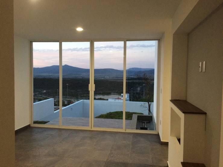 Balcones y terrazas de estilo  por JF ARQUITECTOS,