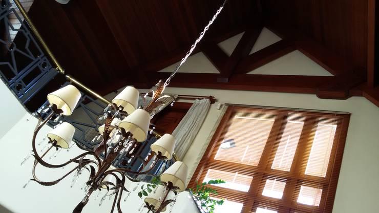 Casa de Inverno: Salas de estar rústicas por Kauer Arquitetura e Design