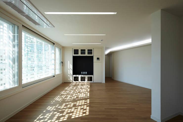 모서리집: 스마트건축사사무소의  거실