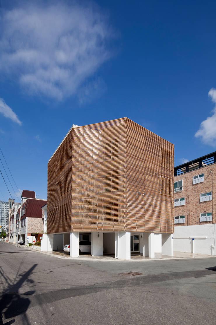 루버하우스: 스마트건축사사무소의  주택,모던