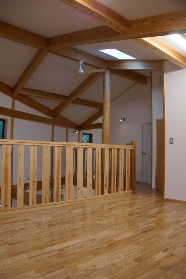 緑区の家: 波多周建築設計が手掛けた和室です。