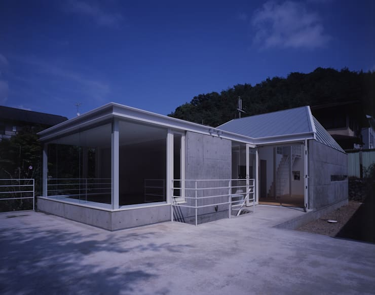 House in Otsu: Junya Toda Architect & Associatesが手掛けた家です。