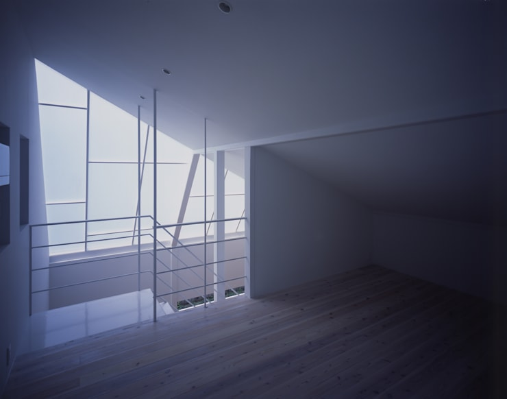 House in Otsu: Junya Toda Architect & Associatesが手掛けた寝室です。