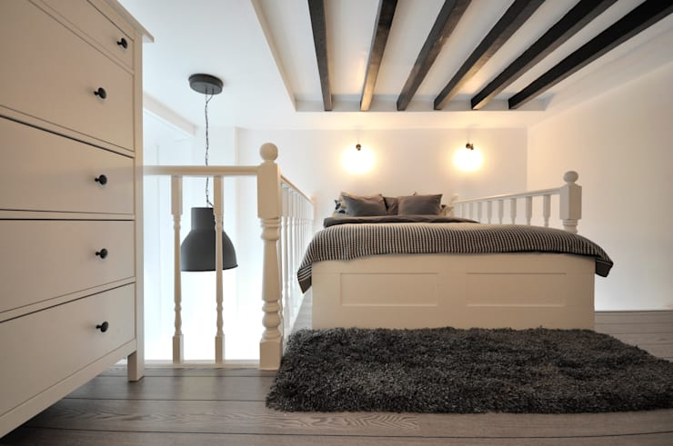 48 apartments in Gloucester Place, London: classic Bedroom by Pergo