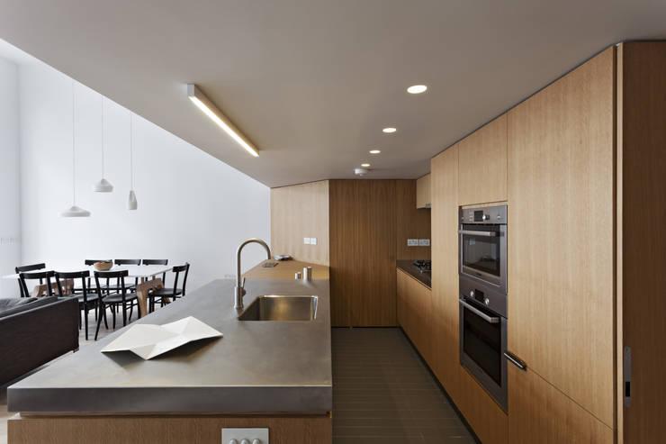 Cocinas de estilo moderno de Viewport Studio