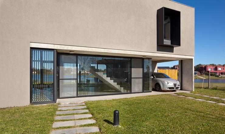 Casas de estilo moderno de Ruben Valdemarin Arquitecto