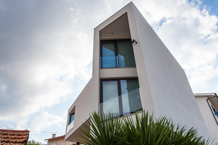 AReA 7 - Arquitectos Ivo Amaro_ Jorge Machado: Casas modernas por AreA7