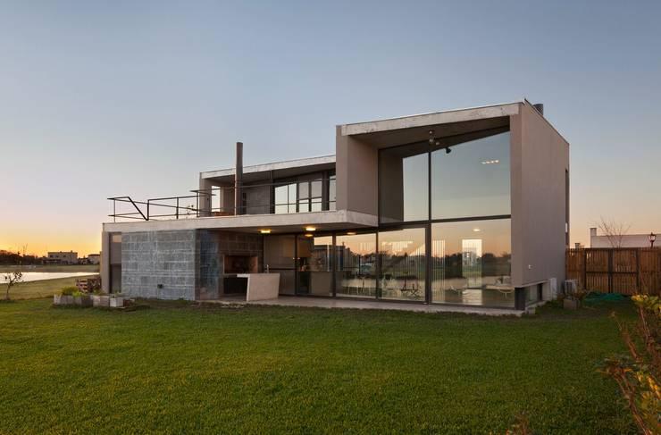 Casa en San Marco: Casas de estilo moderno por Ruben Valdemarin Arquitecto