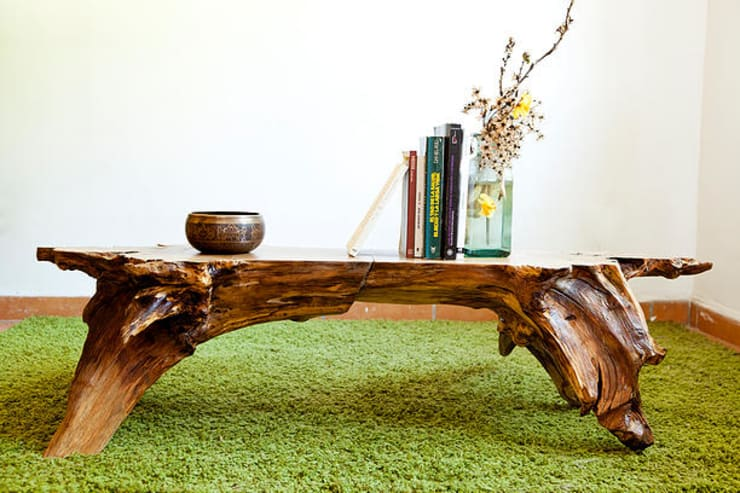 Mesa en madera  a partir de una raíz de castaño: Hogar de estilo  de Héctor Nevado