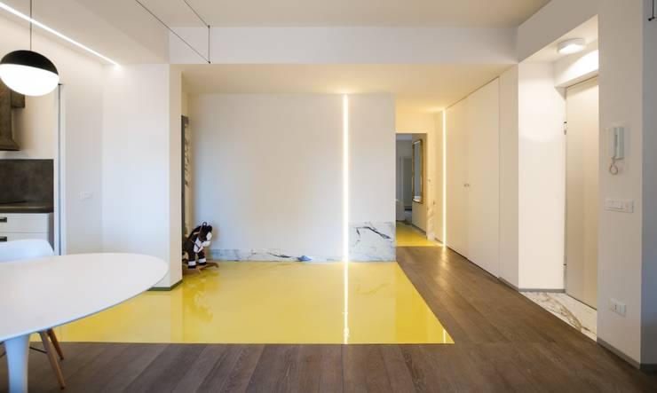 CASA SUL LITORALE [2015]: Sala da pranzo in stile in stile Moderno di na3 - studio di architettura