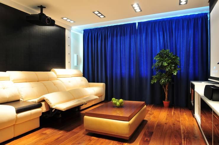 Квартира в современном стиле со стилизацией :  в . Автор – Елена Кокшарова  Eldesign74