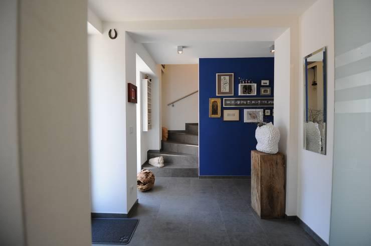 Couloir et hall d'entrée de style  par PlanWerk Nowoczyn Architekten