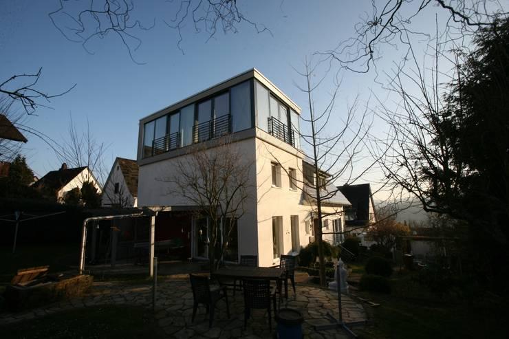 Moderne Wohnhauserweiterung in Hessen:  Häuser von PlanWerk Nowoczyn Architekten