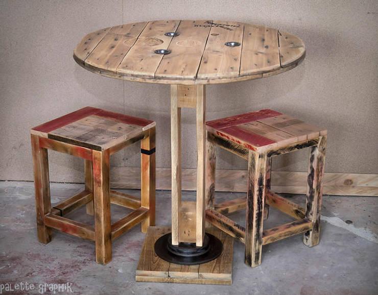Table et tabourets: Salle à manger de style de style Industriel par Palettegraphik