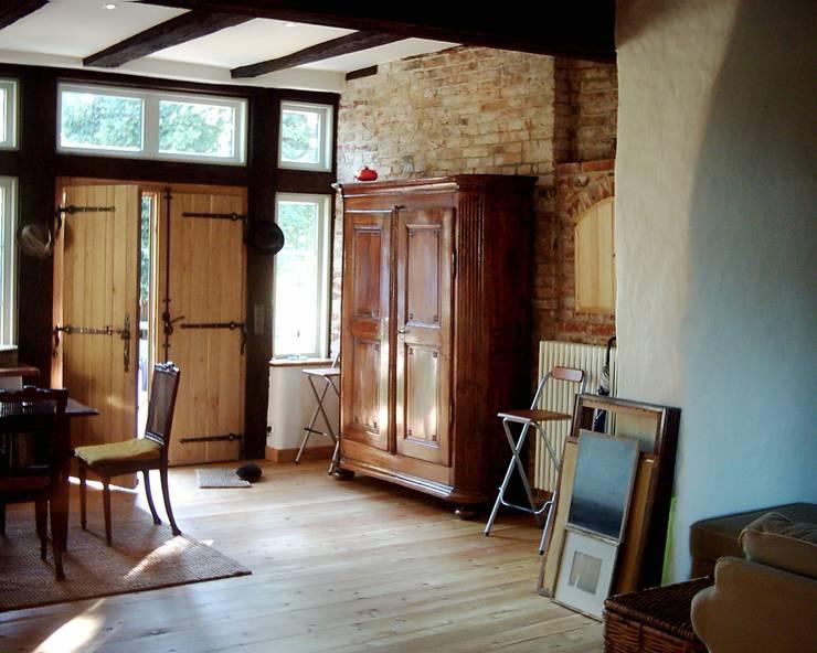 Eingangsbereich einer Wohnung:  Flur & Diele von v. Bismarck Architekt