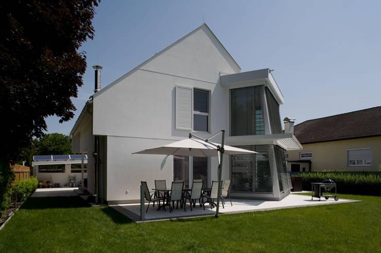 ELK Haus 189: moderne Häuser von ELK Fertighaus GmbH