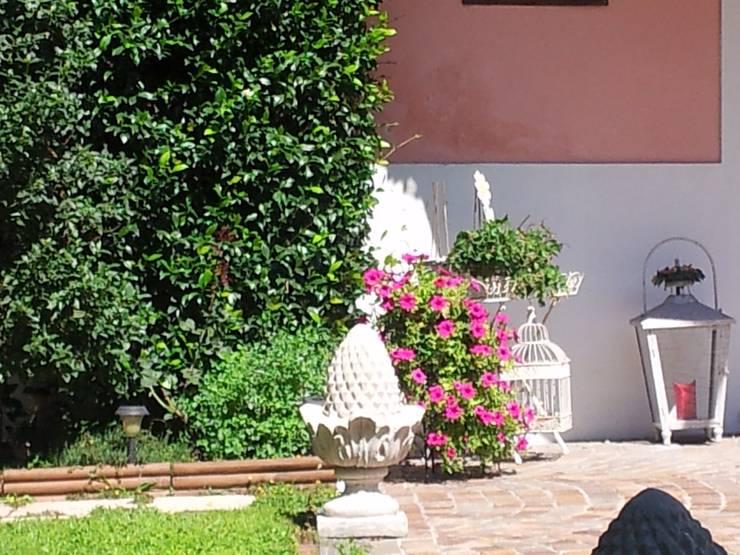 classic Garden by MARA GAGLIARDI 'INTERIOR DESIGNER'