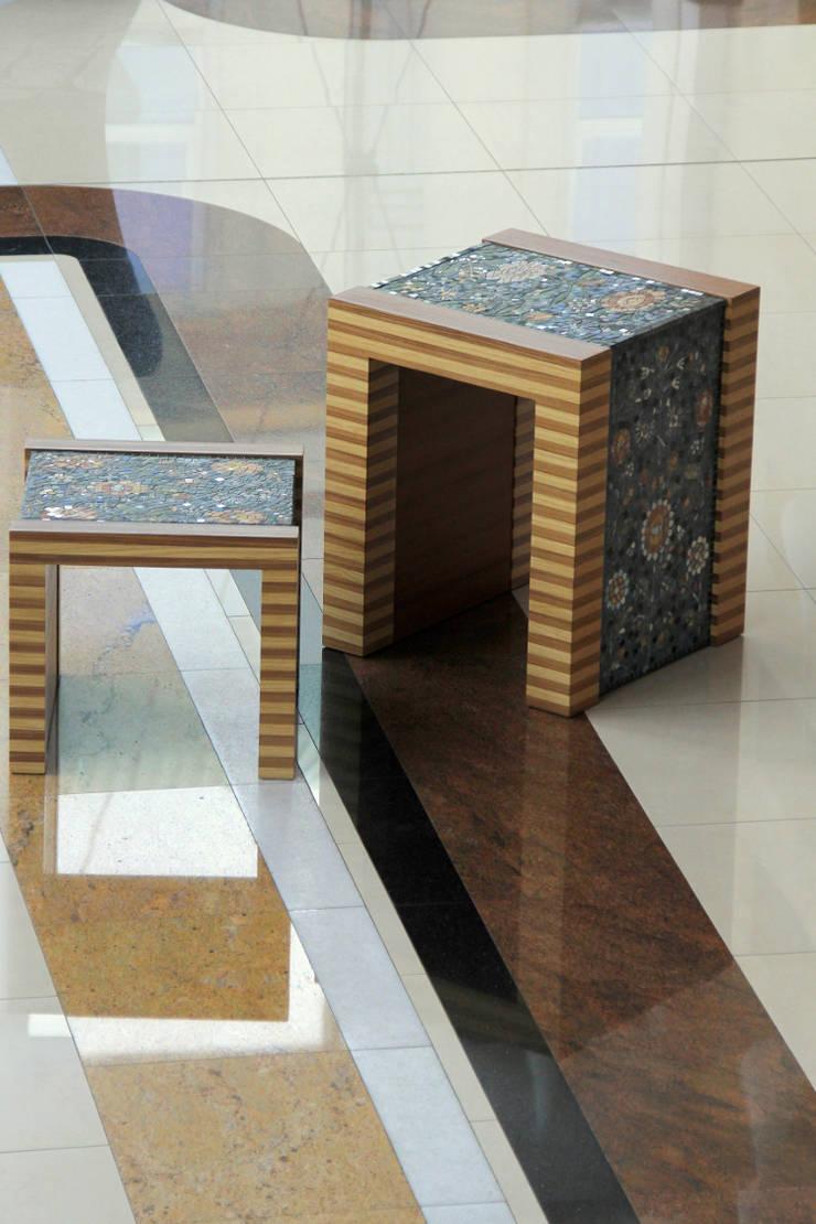 """Stolik i krzesło z kolekcji """"Mojetno"""" : styl , w kategorii Salon zaprojektowany przez GRANMAR Borowa Góra - granit, marmur, konglomerat kwarcowy"""