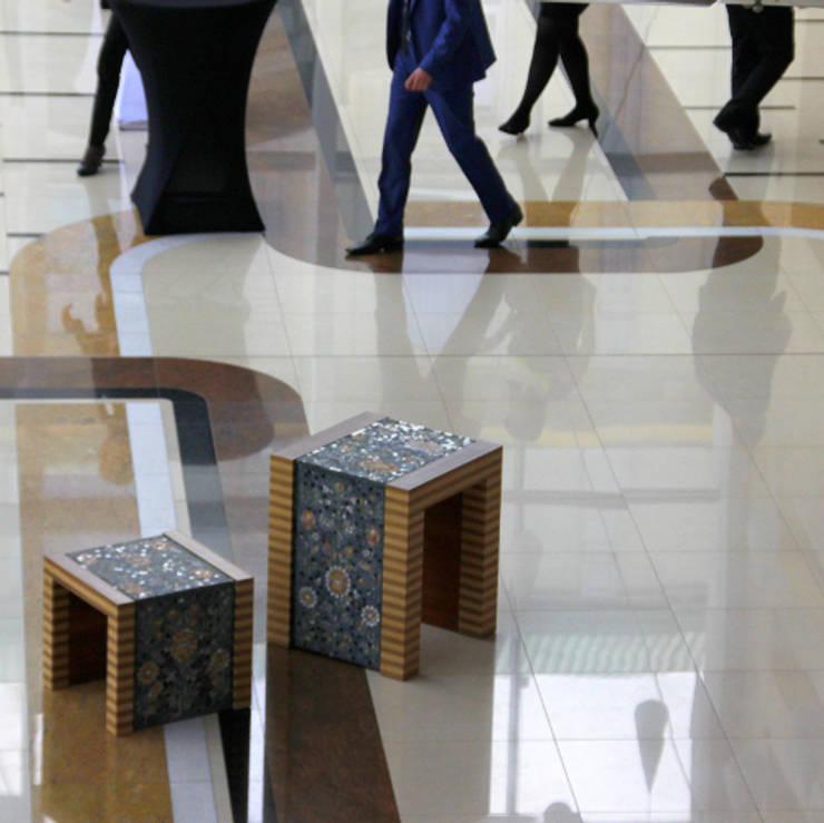 Klasyczne meble do wnętrz : styl , w kategorii Salon zaprojektowany przez GRANMAR Borowa Góra - granit, marmur, konglomerat kwarcowy