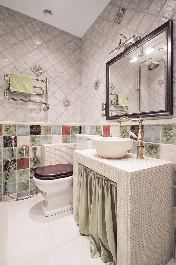 Квартира на Войковской Pakers: Ванные комнаты в . Автор – ДизайновТочкаРу, Кантри