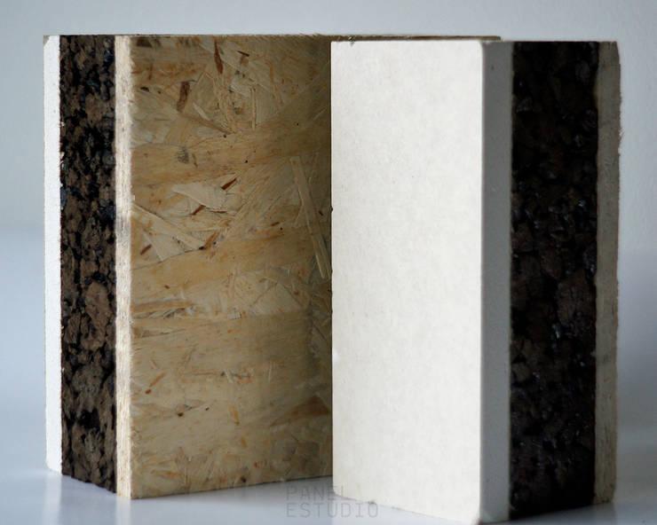 Panel con núcleo aislante térmico y acústico de corcho natural.:  de estilo  de panelestudio