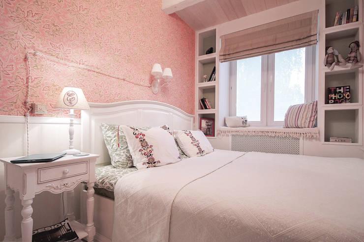 Квартира на Войковской Pakers: Спальни в . Автор – ДизайновТочкаРу, Кантри