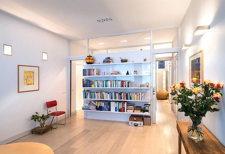 Prins Hendrikstraat: moderne Woonkamer door De Werff Architectuur