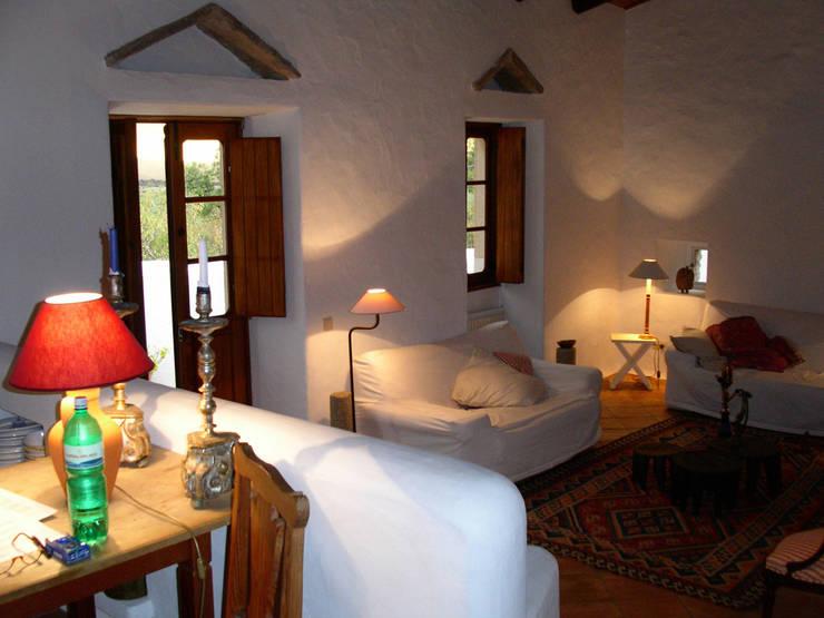 Ehemaliger Stall  :  Wohnzimmer von v. Bismarck Architekt