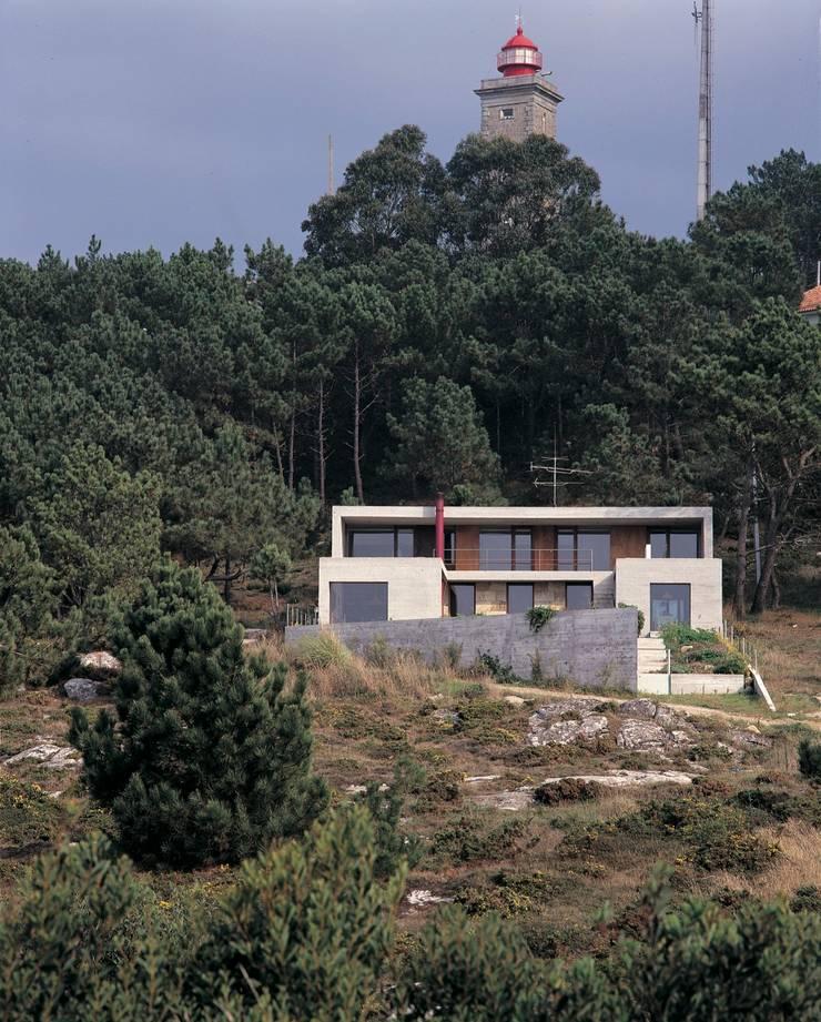 Casa Eng. Raimundo Delgado: Casas  por C. PRATA ARQUITETOS