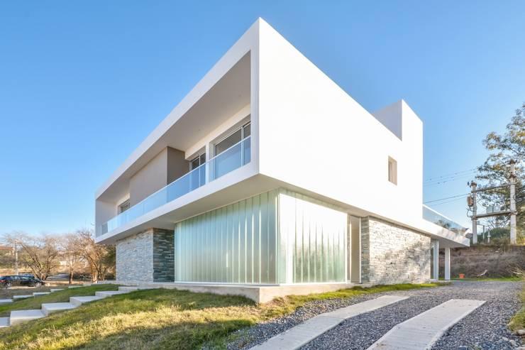 Casas Apareadas: Casas de estilo  por Estudio A+3