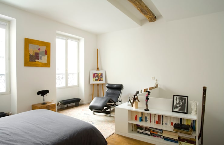 Transformation d'un atelier de menuiserie en maison familiale : Chambre de style  par ATELIER FB