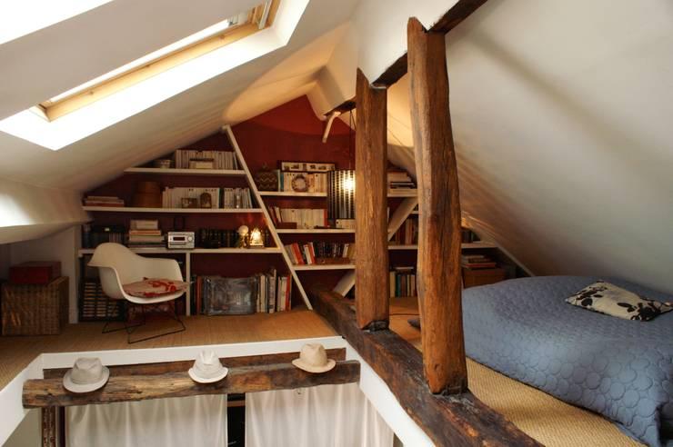 Appartement Parisien pour jeune couple- Paris- 2e: Chambre de style  par ATELIER FB