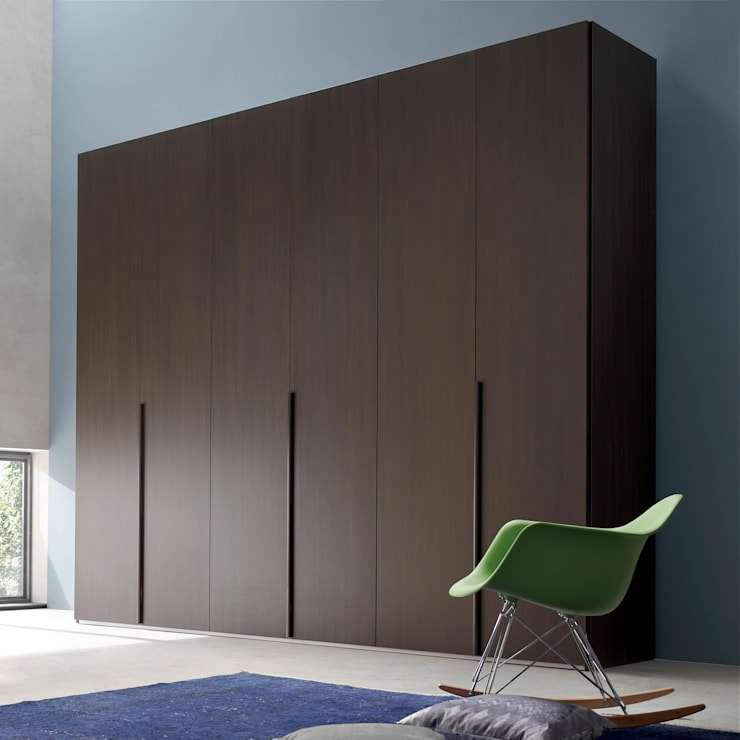 'Wall' hinged door wardrobe by Maronese:  Bedroom by My Italian Living