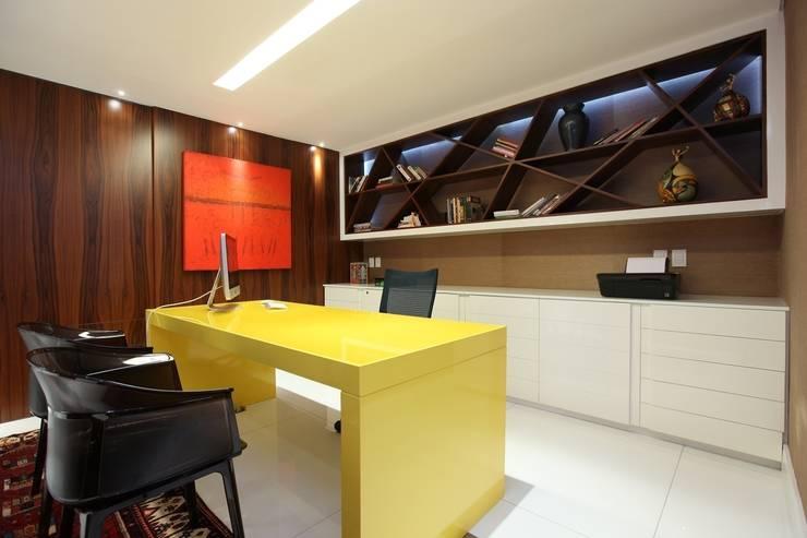 Study/office by Rodrigo Maia Arquitetura + Design