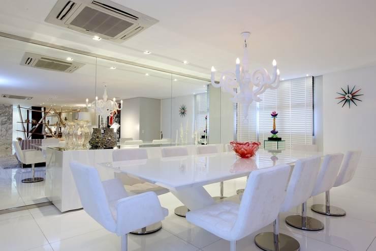 Edifício Jardim Atlântico : Salas de jantar modernas por Rodrigo Maia Arquitetura + Design