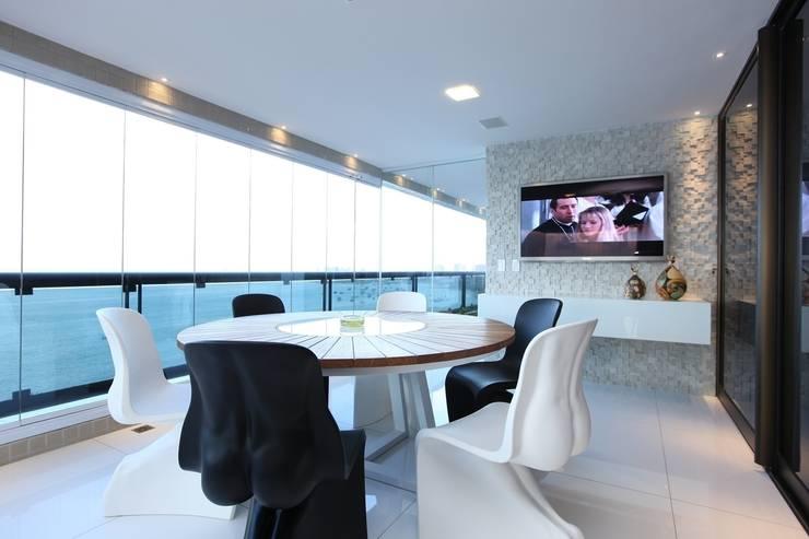 Edifício Jardim Atlântico : Terraços  por Rodrigo Maia Arquitetura + Design