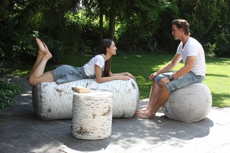 Pufy leśne indoor i outdoor: styl , w kategorii Ogród zaprojektowany przez HEDO design
