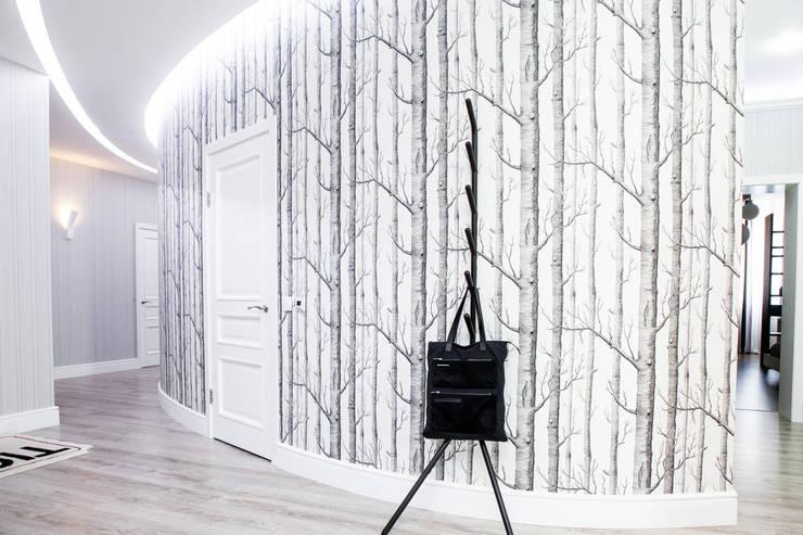 Projekty,  Korytarz, przedpokój zaprojektowane przez Nika Loiko Design