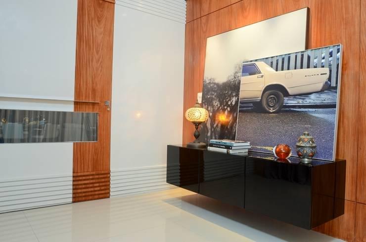 Ed. Luna Rosa: Corredores e halls de entrada  por Rodrigo Maia Arquitetura + Design