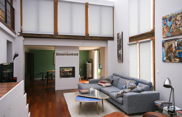 Extension d'une maison à Colombes, 200m² : Salon de style  par ATELIER FB