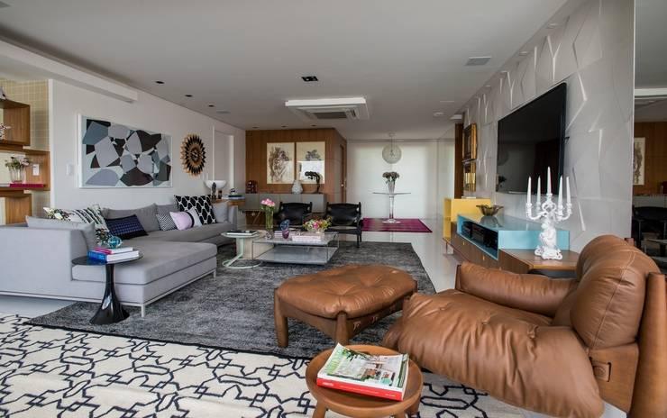 Ed. Único Condominium Classic: Salas de estar modernas por Rodrigo Maia Arquitetura + Design
