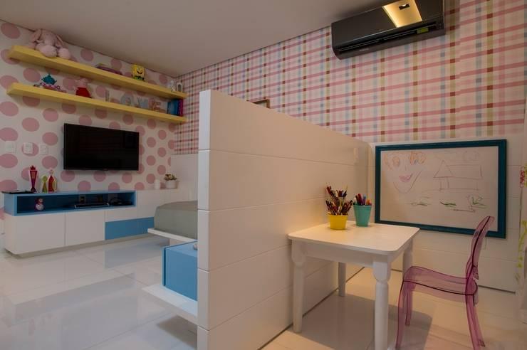 Ed. Único Condominium Classic: Quarto infantil  por Rodrigo Maia Arquitetura + Design