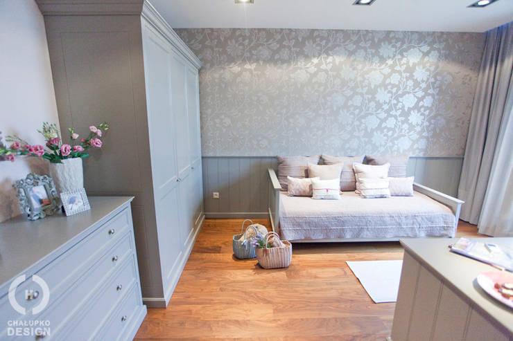 Romantyczny pokój nastolatki: styl , w kategorii Pokój dziecięcy zaprojektowany przez Chałupko Design