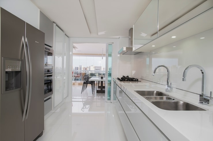 Ed. Único Condominium Classic: Cozinhas minimalistas por Rodrigo Maia Arquitetura + Design