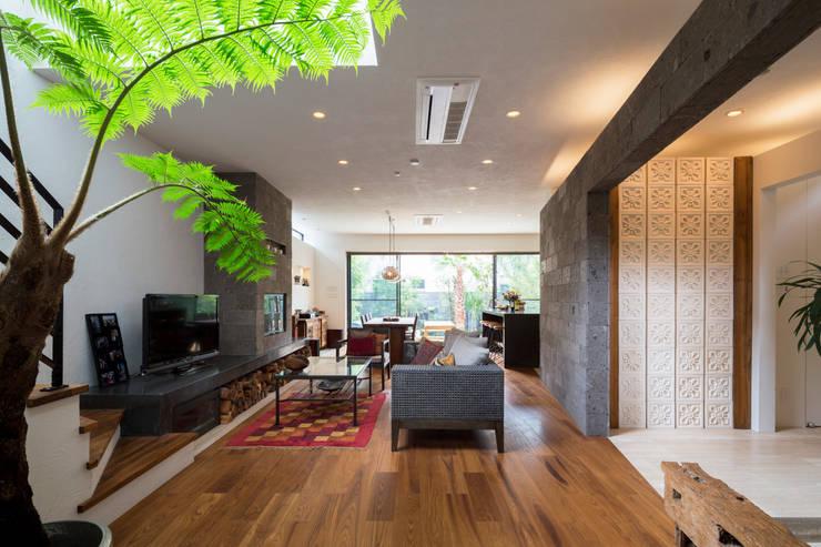 Una casa chic ma funzionale con le piastrelle effetto pietra