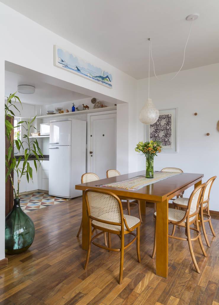 Apartamento Jardins - São Paulo: Salas de jantar  por Lucia Manzano
